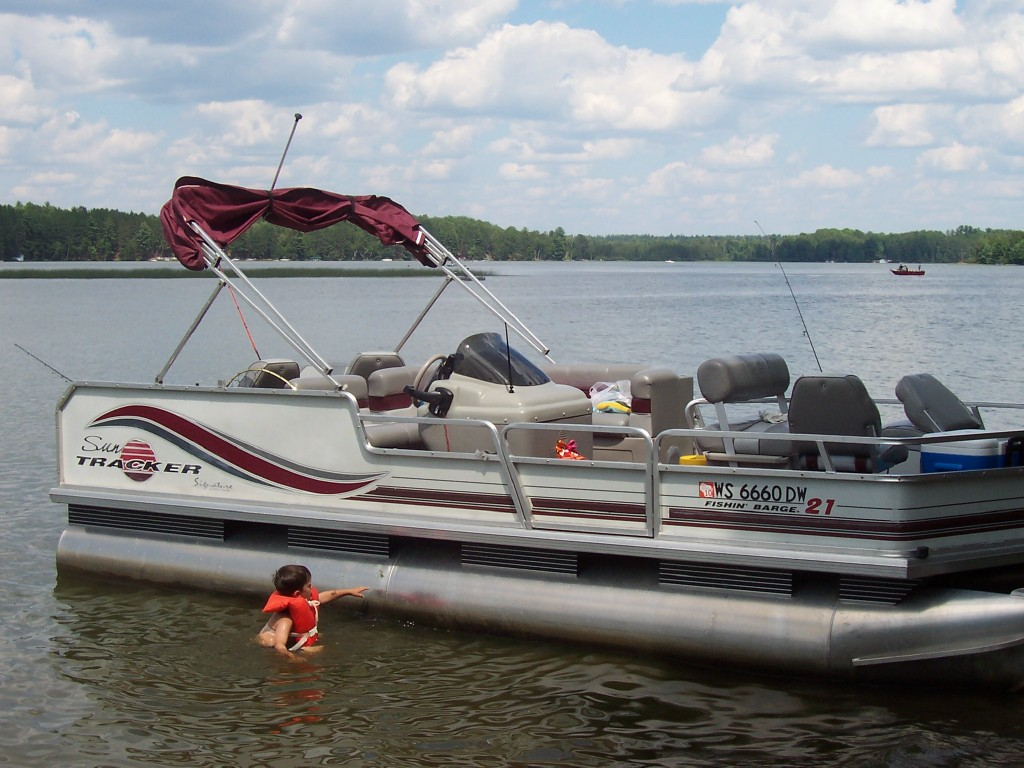 Bibs resort pontoon boat rentals for Wisconsin fishing resorts with boat rentals